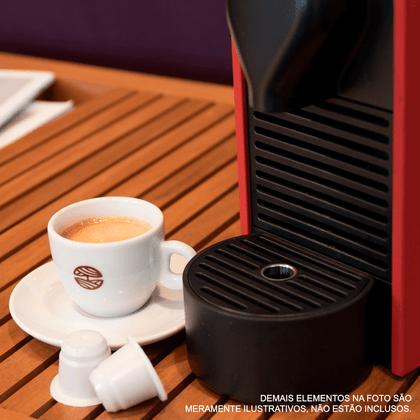 capsulas-biodegradaveis-cafe-orfeu-maquina-mesa