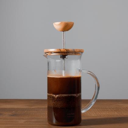 cafe-orfeu-prensa-francesa-de-vidro-para-preparar-cha-cafe-300ml-hario-wood